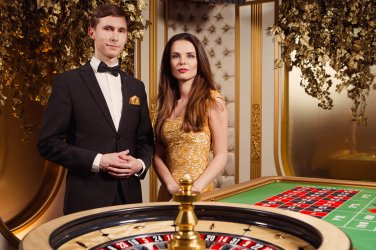 What can I ask in an online casino chat before making a deposit?